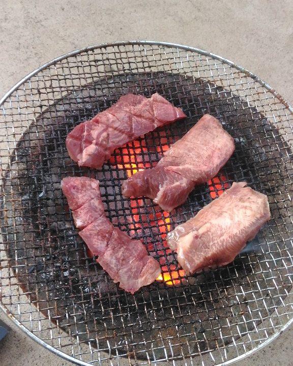 喜助の牛タンを炭火焼き1