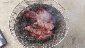 喜助の牛タンを炭火焼き3