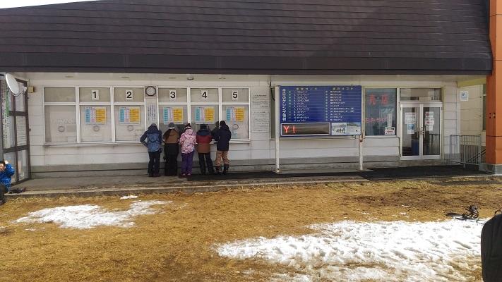 チケット売り場の積雪状況