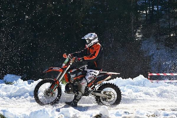 バイク 雪