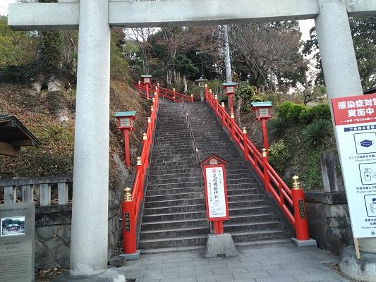 登山開始は階段から